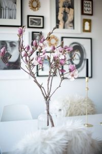 Magnolia branch in vase Room Inspiration, Interior Inspiration, Wedding Inspiration, Magnolia Branch, Magazine Deco, Magnolia Wedding, Interior And Exterior, Interior Design, Belle Photo