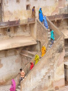 Rainbow of people in India, colores en India We Are The World, People Of The World, Wonders Of The World, Varanasi, World Of Color, Color Of Life, Gente India, Taj Mahal, Goa India