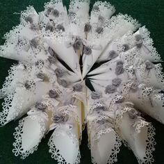 Romantici coni per confettata o lancio del riso DIY