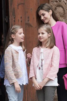 (L-R) Princess Sofia of Spain, Princess Leonor of Spain and Queen Letizia of Spain attend the Easter Mass at the Cathedral of Palma de Mallorca on March 27, 2016 in Palma de Mallorca, Spain.