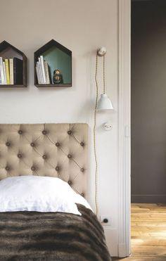 Tête de lit capitonnée dans la chambre parentale - Jolie maison de famille près de Paris - CôtéMaison.fr