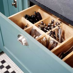 A drawer outfitted for upright flatware storage; see more at Drawer Divider Roundup. Kitchen Storage Solutions, Kitchen Organization, Organized Kitchen, Storage Organization, Kitchen Organizers, Organizing Kitchen Utensils, Deco Design, Küchen Design, Design Ideas