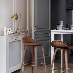 Regram from // Jacket . Lampe Applique, Le Cordon, Luminaire Design, Vintage Design, Interior Design Kitchen, Interior Design Inspiration, Bar Stools, Table, Furniture