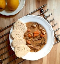 Mushroom Gulasch with Oyster Mushrooms and Bread Dumplings New Recipes, Dinner Recipes, Favorite Recipes, Bread Dumplings, Homemade Ramen, Austrian Recipes, Grilled Meat, Vegetable Dishes, Oysters