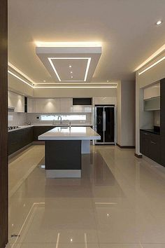 Designing a modern kitchen area? Be influenced by this selection of contemporary kitchen areas to choose the very best coatings, products and accessories for your new room Kitchen Ceiling Design, House Ceiling Design, Ceiling Design Living Room, Luxury Kitchen Design, Kitchen Room Design, Luxury Kitchens, Home Decor Kitchen, Modern House Design, Interior Design Kitchen