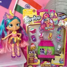 Coralee, the Australian Shoppie, shows of a Shopkins Season 8 12-pack. There are 10 visible Shopkins and 2 hidden ones. The surprise factor makes collecting Shopkins so addicting. There are Limited Edition Shopkins you can find, which are rare, valuable, and up the ante on the Shopkins collecting craze.