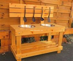 This is actually an ideal designing for pallets mud kitchen plan for kids. You will also find it best to locate in your outdoor picnic spots as it is also light in weight and have long-lasting existence. We have dramatically crafted this plan at an affordable rate with the use of pallet wood taste in it.