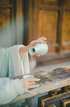 Chinese Style, Chinese Art, Chinese Traditional Costume, Hand Photography, Hand Reference, Hold My Hand, Flower Tea, Ancient China, Hanfu