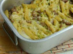 Se avete voglia di un primo saporito provate le pennette al forno con broccoletti e salsiccia, una ricetta semplice da preparare anche in anticipo.
