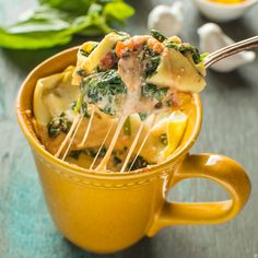 Fresh, easy spinach ricotta lasagna in a mug. Ready in 15 minutes!
