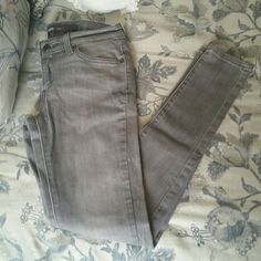 Levi's Gray Skinny Jean Be comfy, yet stylish in these grey denim leggings from Levi's. Suitable for all seasons! New condition, worn once or twice max. Levi's Jeans