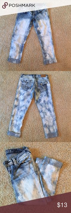 Whitewashed Denim capris Denim whitewashed in great condition!! Rue 21 Jeans Ankle & Cropped
