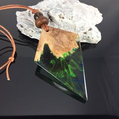Ein persönlicher Favorit aus meinem Etsy-Shop https://www.etsy.com/de/listing/551628434/unique-resin-wood-necklaceholz-harz