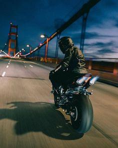 Night rider 🌙✨ [ Via: ] Moto Ducati, Moto Bike, Motorbike Girl, Motorcycle Style, Biker Boys, Biker Girl, S1000r, Ride Out, Bike Photoshoot