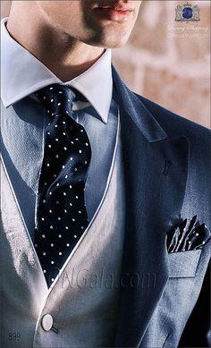Chaqué azul en pura lana extra fina mixto pl coordinado con pantalón de etiqueta.