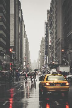 Busy New York avenue during rain | Photography