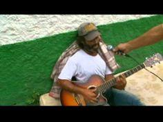 INCRÍVEL Mendigo brasileiro cantando em INGLÊS - AMAZING Brazilian homel...
