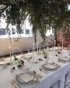 13 Times Hanging Flowers Had Our Hearts Wedding Reception Decorations, Wedding Table, Table Decorations, Rustic Italian Wedding, Flower Chandelier, Hanging Flowers, Tablescapes, Wild Flowers, Wedding Flowers