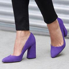 Black pants and purple heels Dream Shoes, Crazy Shoes, Me Too Shoes, Lv Shoes, Shoes Heels Boots, Stilettos, Purple Pumps, Shoes World, Stiletto Shoes
