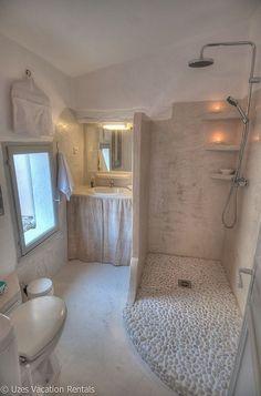 Uzes Studio Rental: Charming apartment with private terrace in the heart of Uz … - Home Decor Dream Bathrooms, Beautiful Bathrooms, Modern Bathroom, Small Bathroom, Budget Bathroom, Bathroom Ideas, Rental Bathroom, Bathroom Layout, Shower Ideas