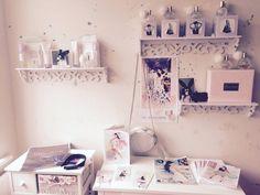 Image in Ariana Grande 🌙 collection by happy-idgaf Ariana Grande Fotos, Ariana Grande Photoshoot, Bedroom Themes, Bedroom Decor, Bedroom Stuff, Bedroom Inspo, Bedroom Ideas, Ari Perfume, Ariana Merch