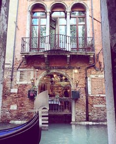 Hotel Carlton On The Grand Canal Wedding Venue Venezia, Venice Italian Wedding Venues, Grand Canal, Wonderful Places, Venice, Places To Go, Destination Wedding, Europe, Beach, The Beach