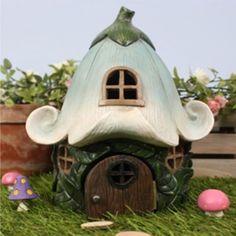 Fairy Flower House Gorgeous fairy house with a flower roof. Clay Fairy House, Fairy Garden Houses, Polymer Clay Fairy, Polymer Clay Crafts, Fairy Crafts, Diy And Crafts, Pottery Houses, Clay Houses, Clay Fairies