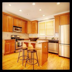 Chefs Kitchen 42 Stained Cabinets Granite Countertops Ss Liances Island With Breakfast Bar 9ft Ceilings Open Large Eat In Dining Deep Double