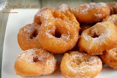 Rosquillas de anís - MisThermorecetas Authentic Mexican Recipes, Mexican Food Recipes, Ethnic Recipes, Donut Recipes, Cake Recipes, Cooking Recipes, Spanish Dishes, Spanish Food, Homemade Donuts