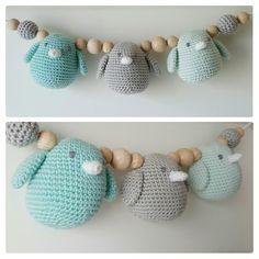 Vogeltjes wagenspanner #haken #crochet #häkeln #bylein #wagenspanner #maxicosihanger #maxicosi #babycrochet #crochetbaby #rattle #babyrattle #rammelaar #handmade #handgemaakt #mint #mintgroen #mingreen #vogels #birds #DIY