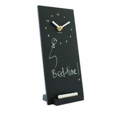 Klokje op een krijtbordje! Mooi om op de kast, mantel of nachtkastje te zetten.. Gemaakt van gerecycleerde koffiebekertjes!! Tevens een originele cadeau!