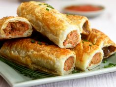 Belgian worstenbrood (translates as 'sausage breads' but is much better than that!) Also excellent with 'curryworst' inside. Sausage Bread, Sausage Rolls, Dutch Recipes, Cooking Recipes, Yummy Snacks, Yummy Food, Belgian Food, Savory Pastry, Finger Foods