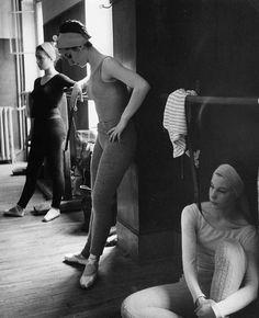 Les danseuses, 1960 by Robert Doisneau