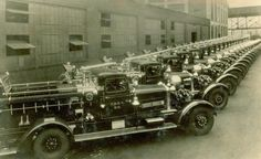◆A Photo From An Unknown Date Shows A Fleet Of FDNY Ahrens-Fox Fire Engines◆