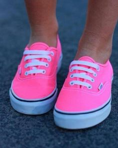 I want these shoes Shoes Neon Pink Vans Shoes Cute Shoes! Neon Vans, Pink Vans, Pink Converse, White Vans, Black White, Fourgonnettes Roses, Skate Shoes, Vans Shoes, Neon Shoes