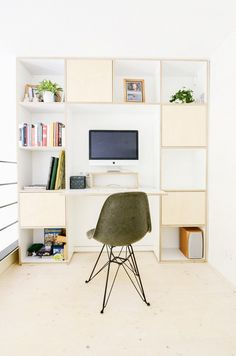 Built-in desk and bookshelf in home office with green Eames chair Zeitgenössisches Apartment, Apartment Design, Home Office, Living Area, Living Spaces, Living Room, Old School House, Built In Desk, Contemporary Apartment