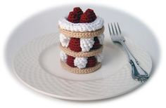 Delectable Strawberry Treat Sweet Bread Make 6 With tan, form an adjustable ring. Rnd Ch 6 sc in ring, join - 6 sc. Rnd Ch 2 sc in each st, join - 12 sc. Food Patterns, Crochet Toys Patterns, Stuffed Toys Patterns, Kawaii Crochet, Cute Crochet, Crochet For Kids, Crochet Cake, Crochet Food, Tsumtsum