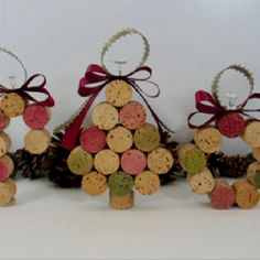 Wine cork ornaments - these are so cute. Of course, I will have to ask some friends to give me some