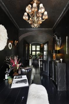 Black hallway with touches of white and gold! The post Halloween style! Black hallway with touches of white and go… appeared first on Decor . Gothic Interior, Gothic Home Decor, Interior And Exterior, Interior Office, Best Interior Design, Interior Design Living Room, Classic Interior, Interior Ideas, Interior Styling