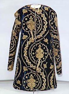 Venetian Caftan circa 1514 Brocaded velvet embroidered with silver gilt thread Romanian Medieval Arts in National Museum of Art Bucharest, Romania Historical Costume, Historical Clothing, Textiles, 16th Century Clothing, Empire Ottoman, Vintage Outfits, Vintage Fashion, Vintage Clothing, Looks Vintage