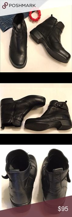 """Dansko Black Leather Moto Ankle Boots Size Zipper These are Dansko moto ankle boots with buckle straps and side zipper. Black smooth leather toe and heel with a pebbley black leather on sides and top buckle straps. Size 39 or size 9 with 1.5"""" heels. In excellent condition. Dansko Shoes Ankle Boots & Booties"""