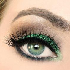 Verde glitter intenso sugli occhi