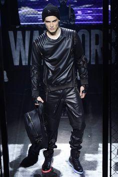 Philipp Plein Fall 2015 Menswear Fashion Show Fashion Moda, Fashion Week, Look Fashion, Fashion Show, Autumn Fashion, Mens Fashion, Mode Masculine, Mens Leather Pants, Leather Pants