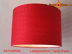 Lampenschirm KATHARINA Ø 30 cm Seide Jacquard rot. Edel und wie ein Juwel im Raum in schönem Rot: Der Lampenschirm KATHARINA besticht durch seine Farbe und matten Glanz des Seidensatin und seinem Jacquard.