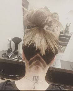 Undercut Tattoo Hair Trend | OK POPSUGAR Beauty Foto 10 Beauty Fotos, Beauty P, Quick Hairstyles, Hairstyles For School, Popsugar, Undercut Tattoos, Underlights Hair, Rainbow Hair, Balayage Hair