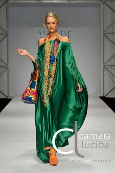 Life isn't about getting and having, it's about giving and being. Colorful Fashion, Boho Fashion, Fashion Dresses, Fashion Looks, Womens Fashion, Fashion Design, Fashion Trends, Boho Chic, Mode Abaya