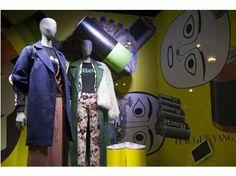 Collaboration de l'artiste coréenne Haegue Yang pour les vitrines des Galeries Lafayette | Mannequin Name collection | Cofrad mannequins