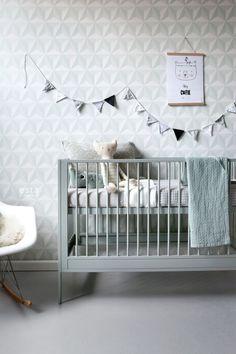 Verkrijgbaar bij Decokay Grobe.HD vliesbehang grafisch 3D mint groen op een mileuvriendelijke vlies behang ondergrond. Dit behang past geweldige bij een scandinavische woonstijl.Het is niet voor niets dat de Scandinavische interieurstijl zo populair is. De cleane uitstraling, het prachtige kleurenpalet en de natuurlijke materialen maken een perfecte combinatie. #babykamer #kinderkamer #nursery #kidsroom #little #bandits