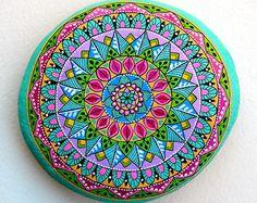 I Sassi dell'Adriatico - Hand Painted Stone (Adriatic Sea) Mandala Pebble Painting, Dot Painting, Stone Painting, Pebble Art, Stone Crafts, Rock Crafts, Pebble Stone, Stone Art, Stencils