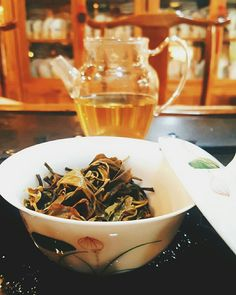 Raw puerh tea from Yunnan. 云南生普洱茶。Tasting tea in the little teahouse (from the previous post) at the Chengdu tea market. Pu Erh Tea, Chengdu, Japchae, Tea Time, Ethnic Recipes, Garden, Food, Garten, Lawn And Garden